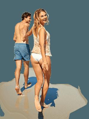 pareja corriendo playa